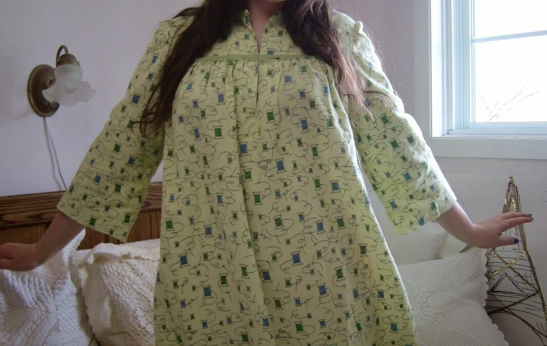 Mom-Made: Vintage Sewing Themed Nightie!