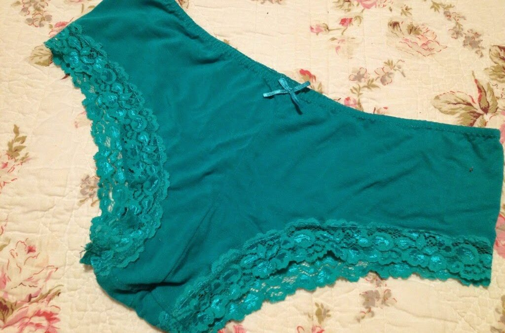 Mom Monday: Lace-edge Undies, Cloning Your Favourites!